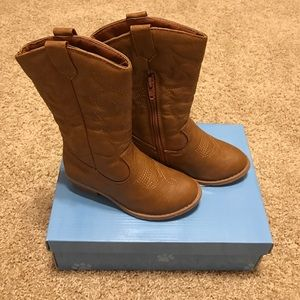 Ositos Other - Bnwt cowboy boots in tan