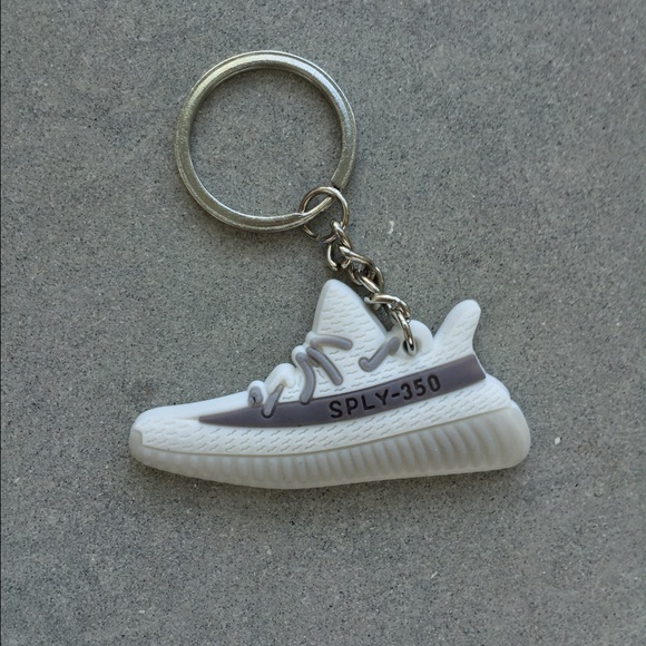 Exclusive v2 white Keychain. NWT. Yeezy c551a1278