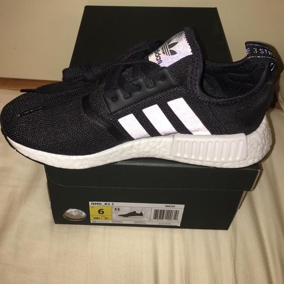 Adidas zapatos NMD R1 J Core Negro poshmark reflectante