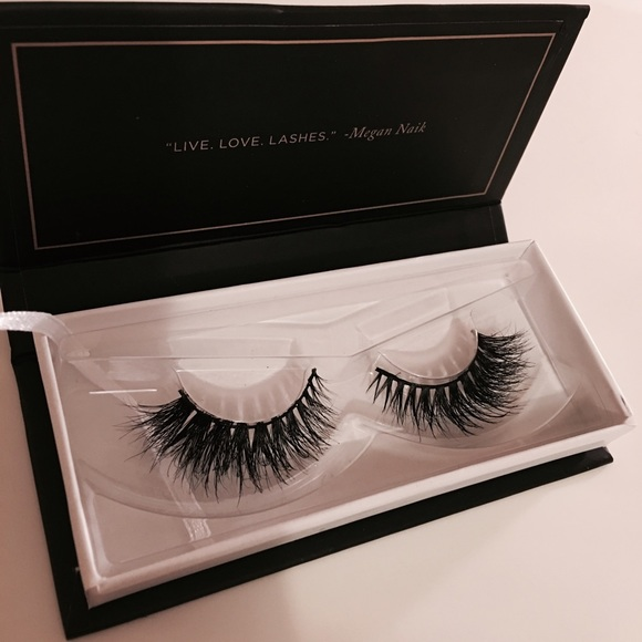 da6676b4e78 blinking beaute Makeup | Samantha Lashes | Poshmark