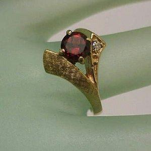 Jewelry - Art deco 14k gold genuine garnet & diamond ring