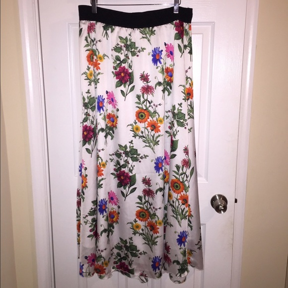 UNICORN 🦄 LuLaRoe Lucy Floral Maxi Skirt