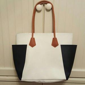 Handbags - 🚨SALE🚨New Bag!