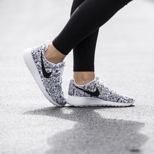 Nike Shoes - Women's Nike Roshe One Print Premium Sneakers