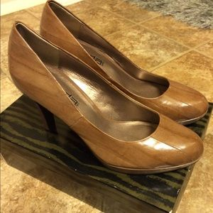 Moda leather platform pumps