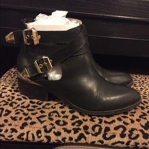 Seychelle Cut Out Booties