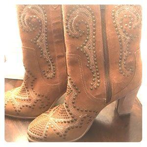 Donald J. Pliner Shoes - Designer boot. Donald J Pliner Suede Ankle Boot