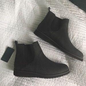 Emu Shoes - EMU BOOTIES *BLACK* (not tan)