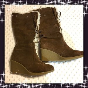 Newport News Shoes - Clearance✨Newport News Wedge Boots