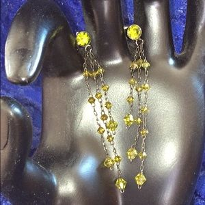 Jewelry - Delicate green crystal dangle earrings