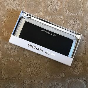 Michael Kors Black and Silver wallet: BRAND NEW