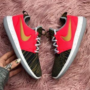 Nike Shoes - NWT Nike ID gold swoosh roshe 2