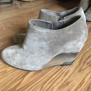 Vince camuto bootie size 8.5