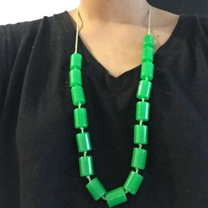 Jewelry - Vibrant green bead necklace