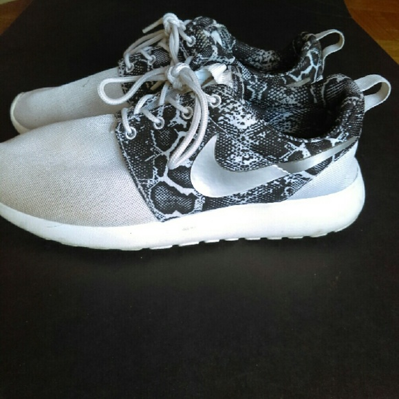 best website 9844a bca71 Nike roshe run snakeskin print. M 586415e25c12f87399011545