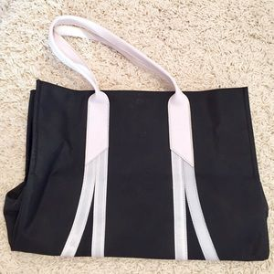 Spiegel Handbags - 🌻FLASH SALE🌻Black & white nylon tote
