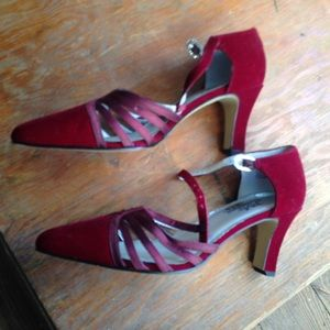 Shoes - New Years shoes!! Size 7 velvet maroon