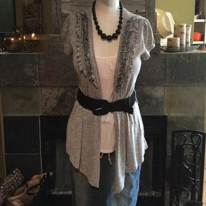 Cute blouse with belt