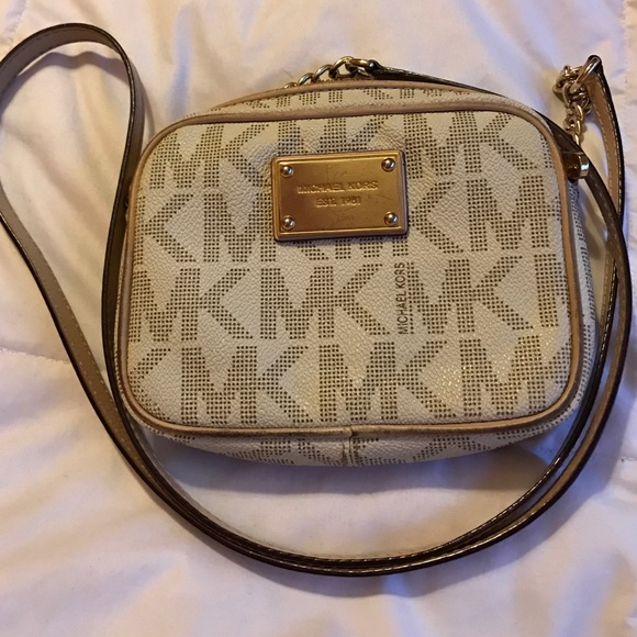 56e2ff2af163 Michael Kors Jet Set Travel Small Crossbody 💕. M_586426a3eaf03004771d460f