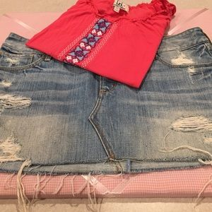Ruehl No. 925 Dresses & Skirts - ⚠️1 Day Sale⚠️💠RUEHL distressed jean skirt💠
