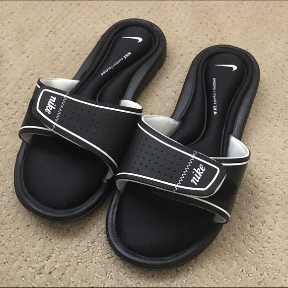 eaaaf1b0b95e49 Nike Velcro Sandals Never Been Worn! NWT. M 58644b5e4e95a3a7d81dc089