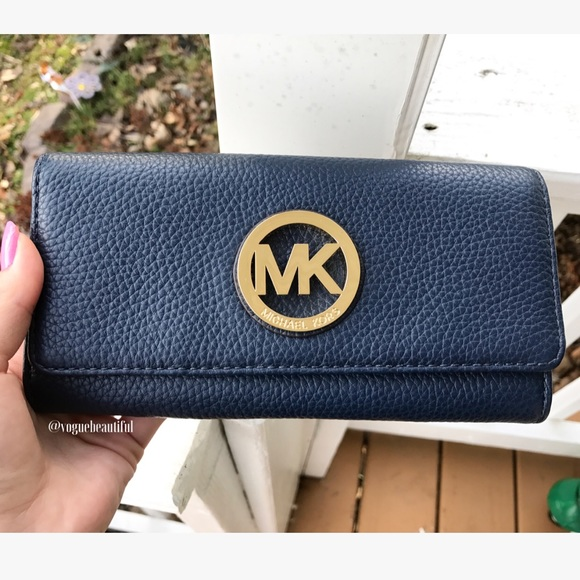 c7c474aed1452 Michael Kors Fulton Leather Carryall Wallet Navy. M 58645fce3c6f9f010602223d