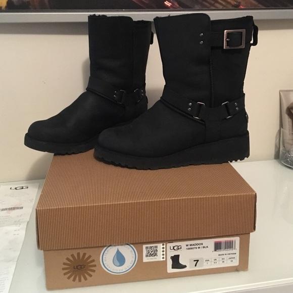 59b19f4c9f2 💥SALE! 💥Ugg Women's Maddox Boots