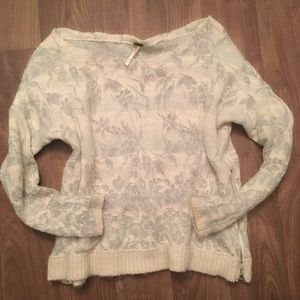 ❤️Free People off shoulder side zip sweater ❤️