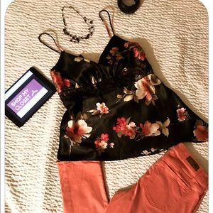 Tops - 💜Floral silky top with detail 💜