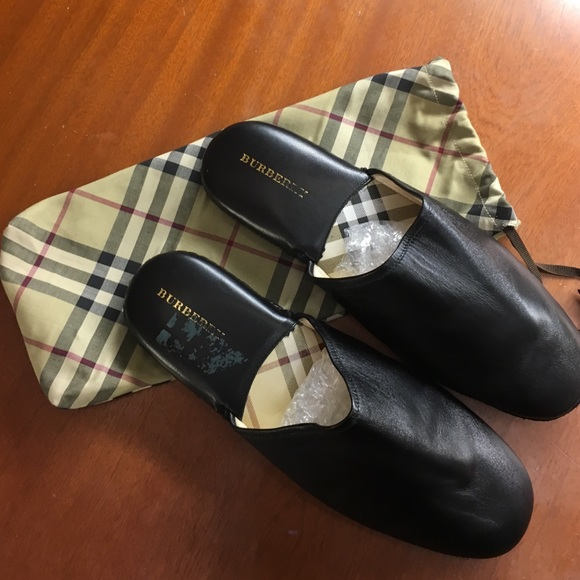 278d2f37299 Burberry Other - Burberry men s size 9 nova check  leather slippers