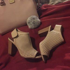 Madden Girl Shoes - Nude open toe Madden Girl Heels 👠