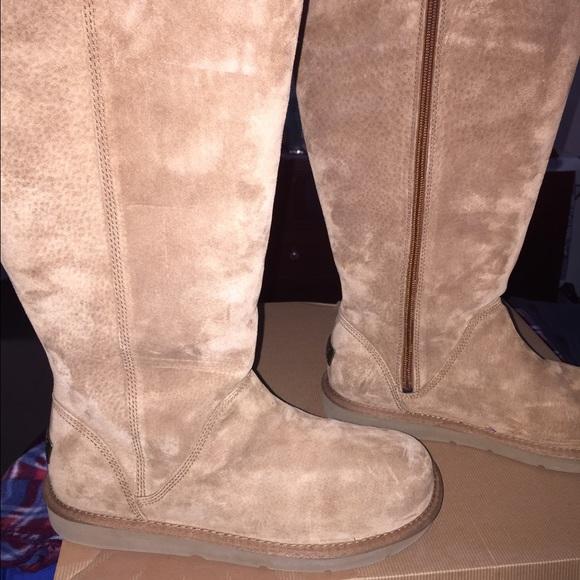 e8f18097b43 UGG Women's Greenfield Boots Size 9