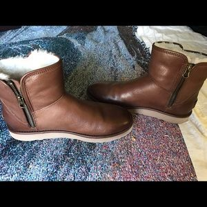 4279f94ed54 UGG Abree Mini Leather Boot - Size 9