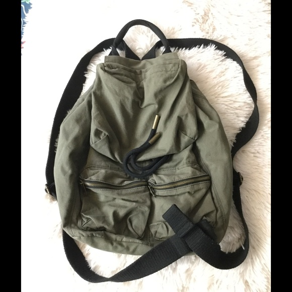 a094c74205d0 BDG canvas backpack 🎒🌴. M 58657ad74e95a32b9f22022f