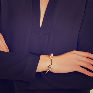 💥FLASH SALE💥 BCBG gold hook bracelet
