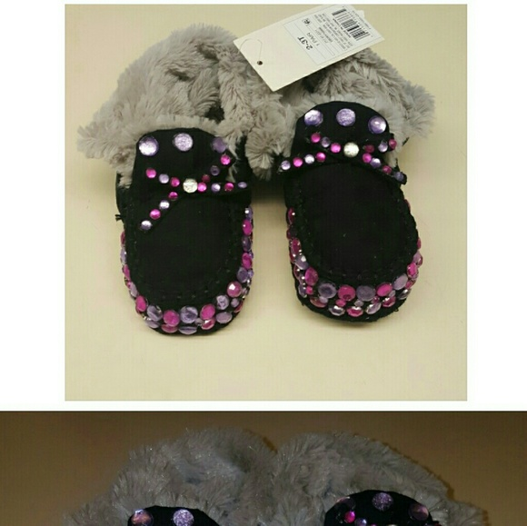 Toddler bedroom shoes 2-3T from Sareena\'s closet on Poshmark