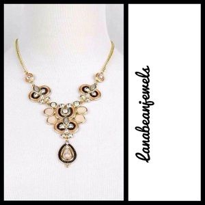 Jewelry - A gorgeous gold necklace!