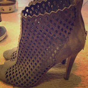 Ivanka trump gray heels!