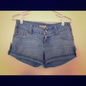 Paris Blues Pants - Jean shorts with side button design