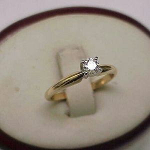 Jewelry - Antique 14k gold. 25ct diamond engagement ring
