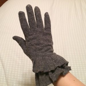 Nordstrom Accessories - ❄️ Nordstrom | Ruffled Tech Gloves