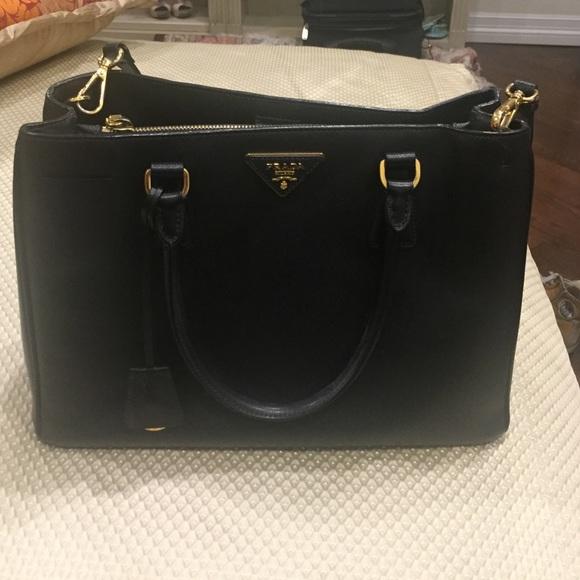 348abfab9746 Prada Borsa A Mano Saffiano Lux Nero Black handbag.  M 5865c32a4225bebbd70050e1