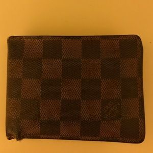 Authentic Men's Louis Vuitton wallet