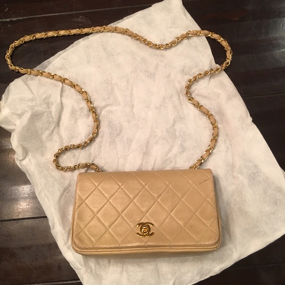 d1a2001d4652 CHANEL Handbags - CHANEL Vintage Twist Lock Wallet on Chain WOC