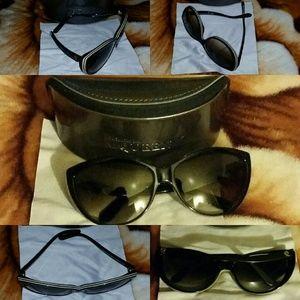 Alexander McQueen Accessories - SALE! New Alexander McQueen Black Cat-Eye Sunglass