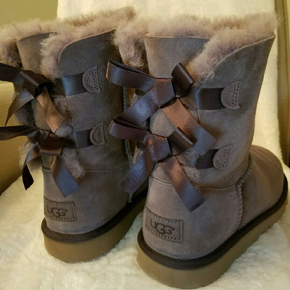UGG BIG KIDS BAILEY BOW Size 6 Stormy gray color