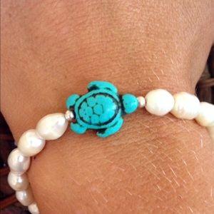 Jewelry - 🌟Freshwater Pearl Turtle Bracelet