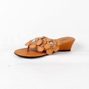 Flower Split toe low wedge sandal (Hope-02 Tan)