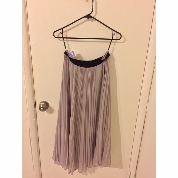 3c068a8921f90 UNIQLO Beige/Nude Pleated Maxi Skirt. M_5866af4a713fded290011a87