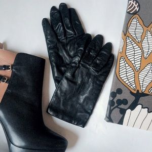 Accessories - 3 for $21 🎲🎲🎲 Black leather gloves *read desc*